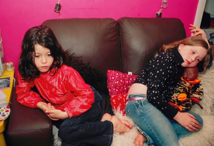 07_NanGoldin_timelightbox_02_172_girls-sofa