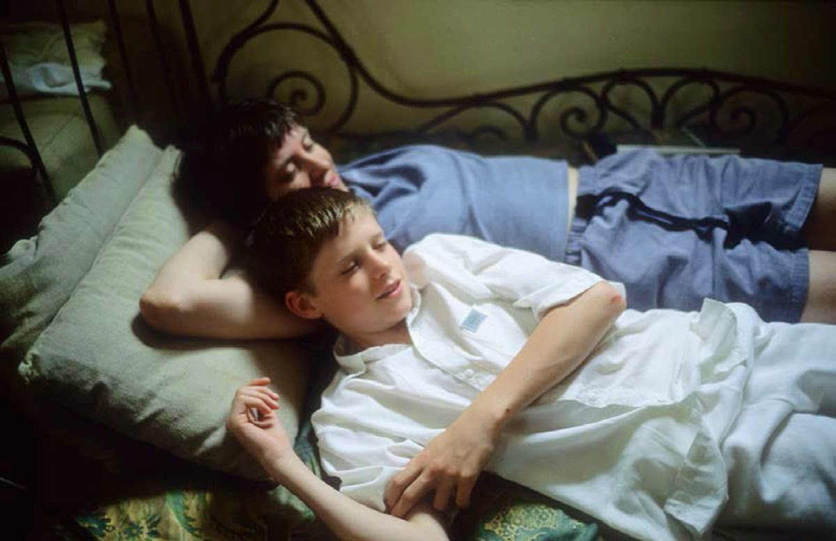 305_Jesse-and-Vivienne-on-the-bed-Sag-Harbor-1995